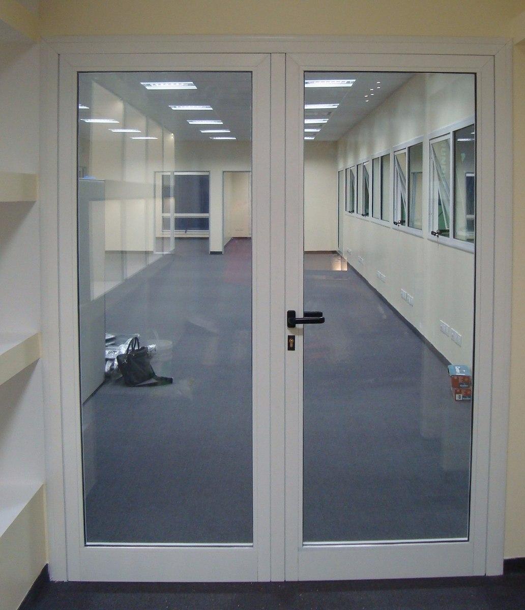 Puertas de aluminio de dos hojas materiales de for Puertas corredizas aluminio para exterior